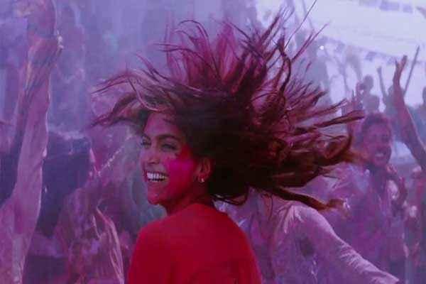 Yeh Jawaani Hai Deewani Deepika Padukone in Holi Scene Stills