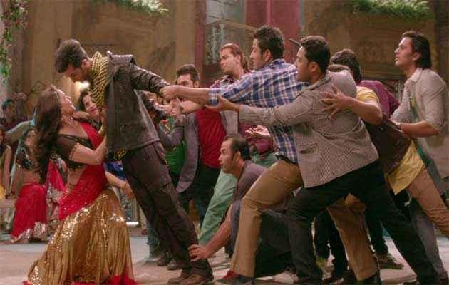 Yeh Jawaani Hai Deewani Ranbir Madhuri Dance Stills