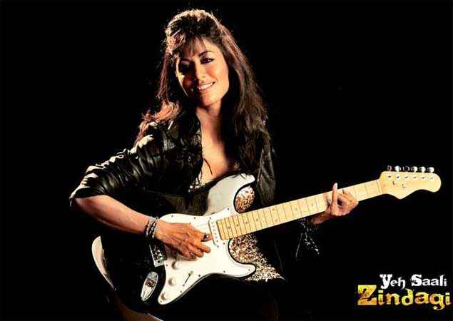 Yeh Saali Zindagi Chitrangada Singh With Guitar Wallpaper Stills