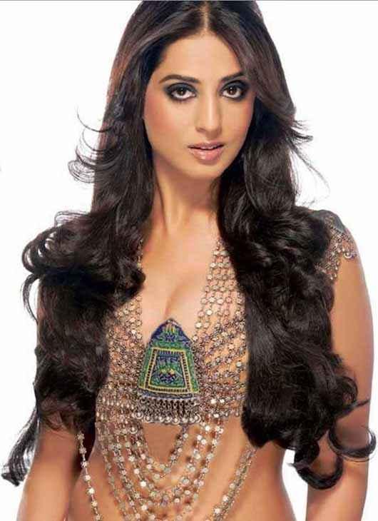 Zanjeer 2013 Mahi Gill Hot Pics Stills