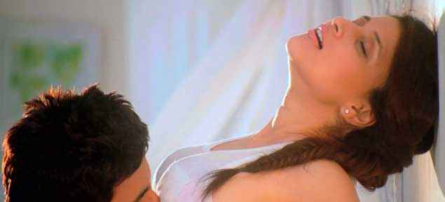 Zid Karanvir Barbie Handa Hot Romance Picture Stills