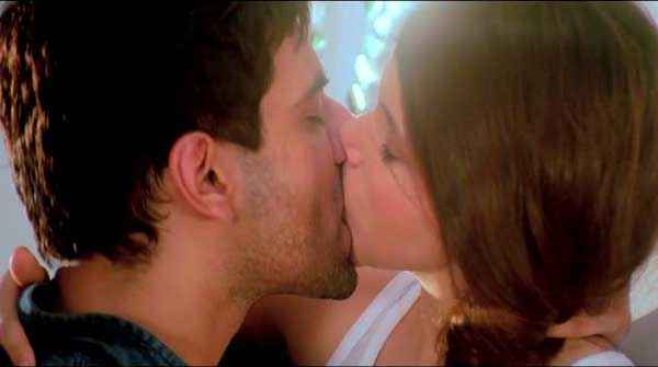 Zid Karanvir Sharma Barbie Handa Hot Kissing Scene Stills