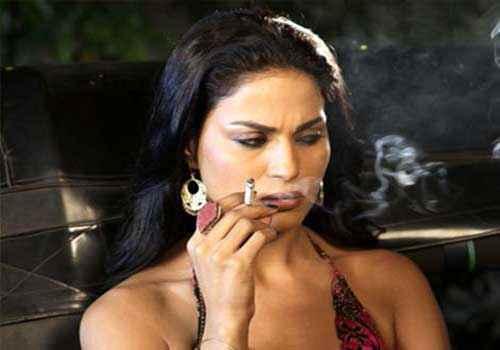 Zindagi 50 50 Veena Malik With Cigaret Stills